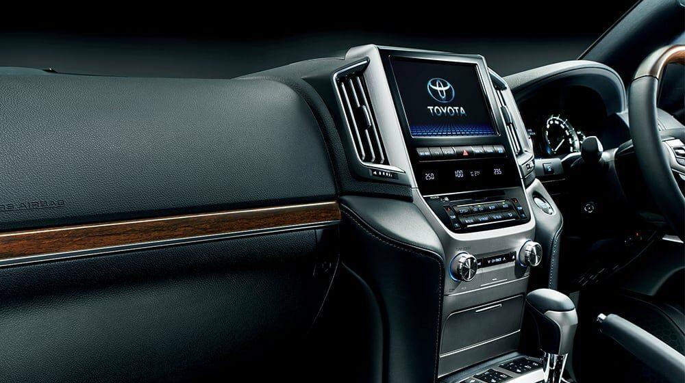 参考:トヨタ ランドクルーザー 200系のセンターディスプレイ