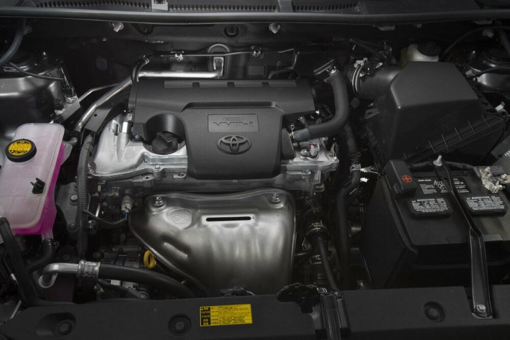 トヨタ RAV4 2013年モデル(北米仕様)のエンジンルーム