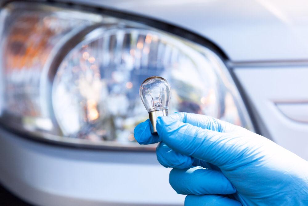 車の電球 交換