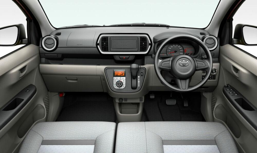 トヨタ 3代目パッソ X 運転席
