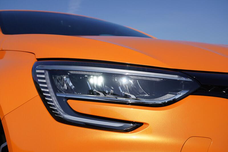 新型ルノー メガーヌ R.S. EDC のヘッドライト