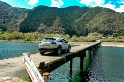 四万十川「沈下橋」をマツダ MX-30 EV Modelで渡る|超絶景ドライブレポート
