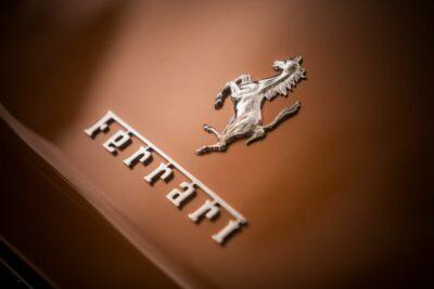 フェラーリの70年以上に渡る歴史を40台以上の名車と振り返る