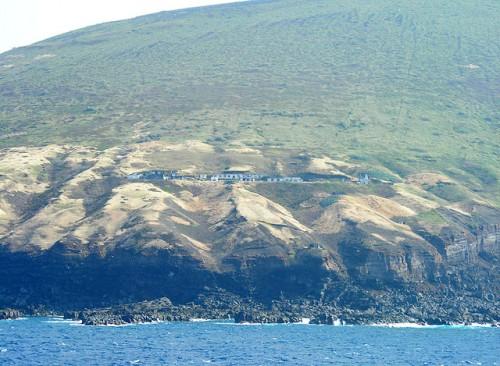 鳥島気象観測所跡地