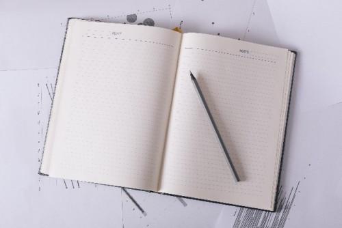 メモ帳と筆記具