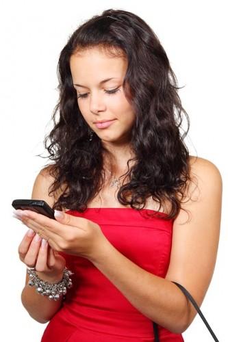 女性 スマートフォン