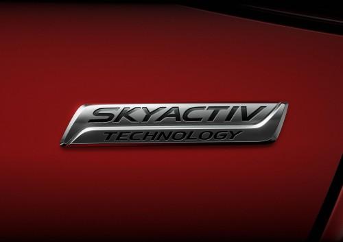 マツダ デミオ SKYACTIV ロゴ