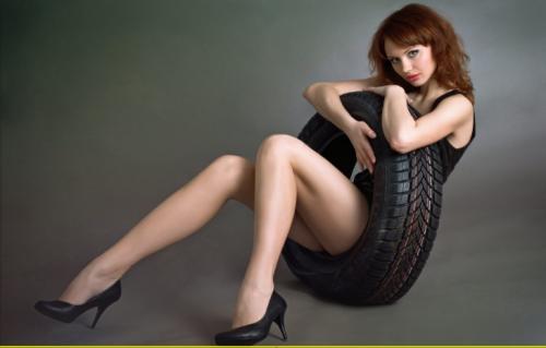 タイヤと美女