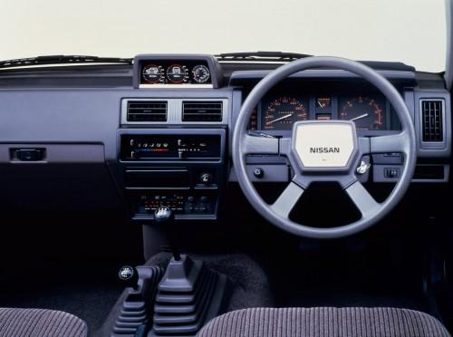 日産 テラノ R3M 1986年型 内装