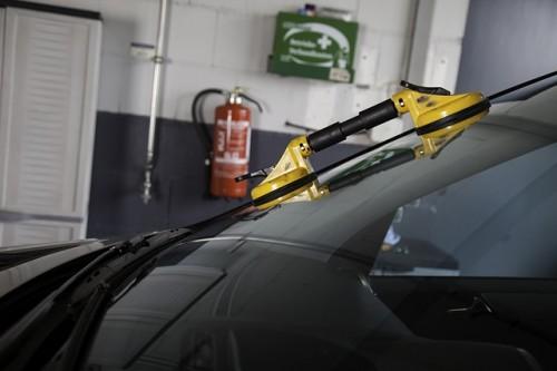 車 窓 修理