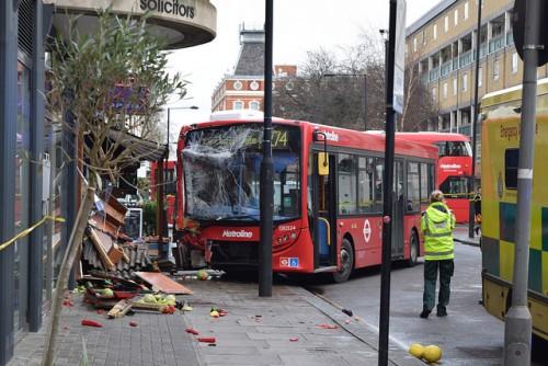 バス 事故車