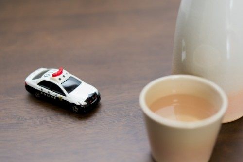飲酒運転 パトカー 酒