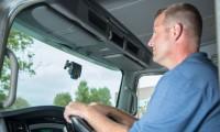 ルームミラー型ドライブレコーダーおすすめ3選!ドラレコはミラー内蔵でスマートに