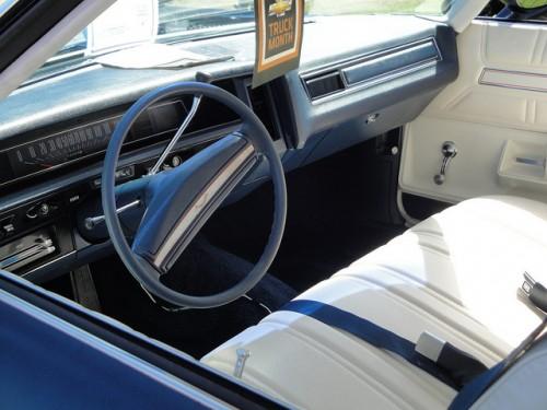 シボレー インパラ 2ドアハードトップ 内装 1972年型