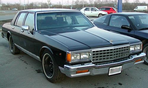 シボレー カプリス 4ドアセダン 1985年型