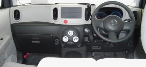 日産 キューブ Z12型 内装