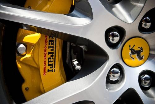 フェラーリ brembo 黄色