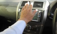 車のエアコンの臭いは大丈夫?車のエアコンフィルターの交換方法を徹底解説!