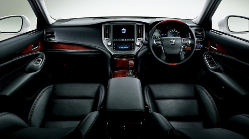 トヨタ クラウン マジェスタ Fバージョン 2013年 内装
