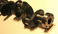 クランクシャフトとは?カムシャフト等とのエンジンの構造とオイル漏れの関係とは?