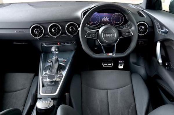 アウディ TT 内装 2015年型