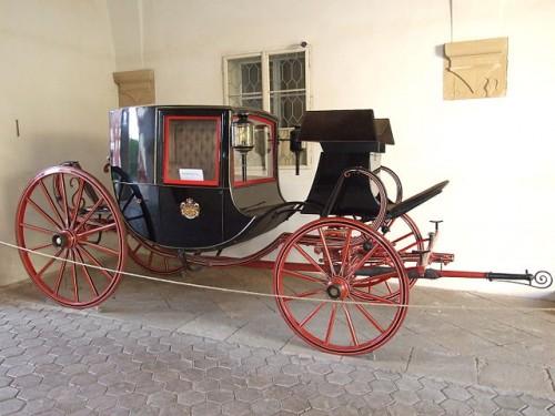 クーペの語源となった馬車「キャロッセ・クーペ」