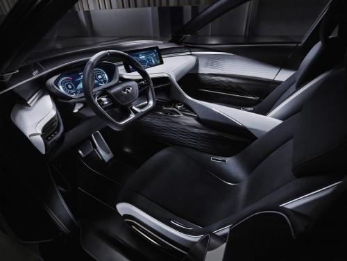 日産 QX スポーツ・インスピレーション 2016年 内装
