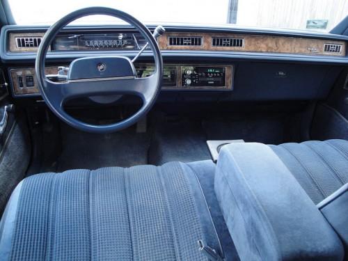 フォード ビュイックリーガル エステートワゴン 内装1 1990年型