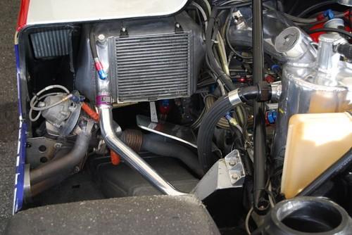 エンジンとオイルキャッチタンク