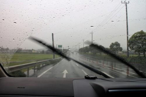 フロントウィンドウ 雨