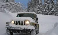 寒冷地仕様車は何が違う?メリットとデメリットは?プリウスやハイエースを例に解説