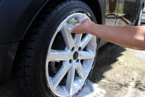 タイヤの洗車