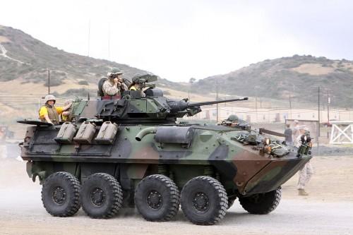 米海兵隊のLAV-25