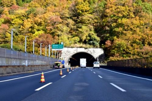 追い越し可能なトンネル