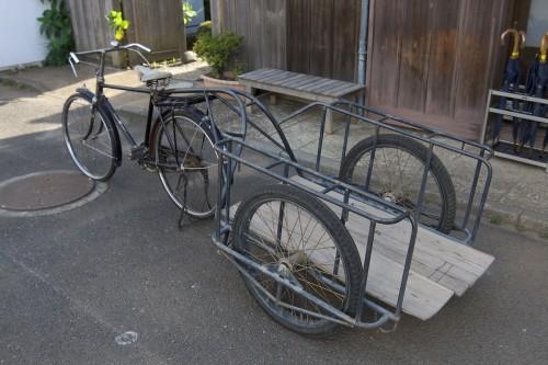 リアカーと自転車の画像