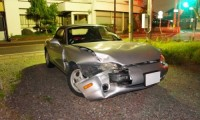 【要注意】ガードレールに事故でぶつけたら弁償しないといけない?点数や報告義務について