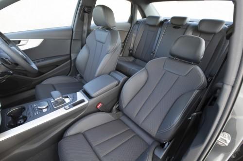 アウディ A4 新型 内装