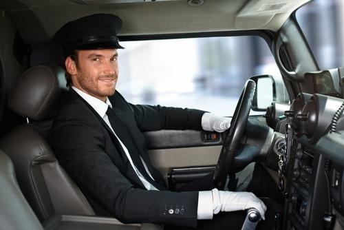 ハイヤー・リムジンの運転手の画像