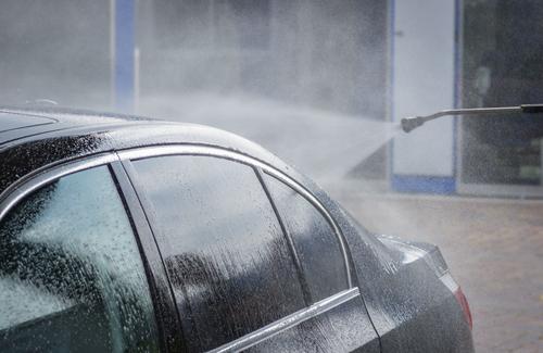 洗車のイメージ画像©Shutterstock.com/