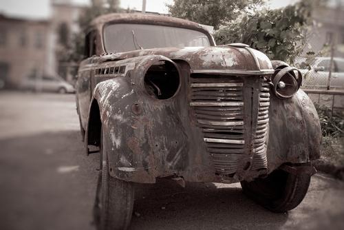 廃車・ボロボロの車のイメージ画像