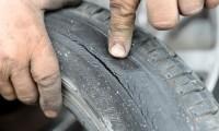 【タイヤひび割れは危険】ひび割れの原因と補修・防止方法まとめ
