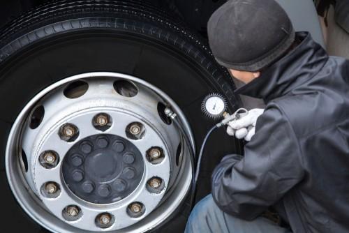 タイヤ 空気圧 ガソリン スタンド