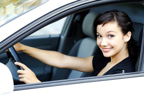 女性ドライバー 運転