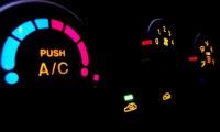 車のエアコンの暖房をつける時にA/Cボタンを押すべき場合は?燃費とは関係ない?