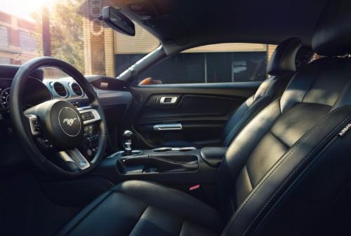 2018 新型 フォード・マスタング 内装