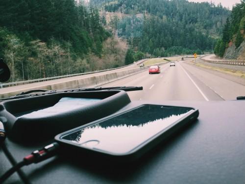 車 ダッシュボード スマートフォン