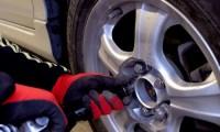 【車のタイヤ交換&修理】ジャッキアップポイントから手順5ステップ