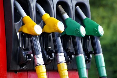 ガソリンスタンド 給油ホース