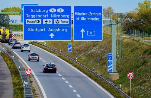 海外 高速道路 案内標識