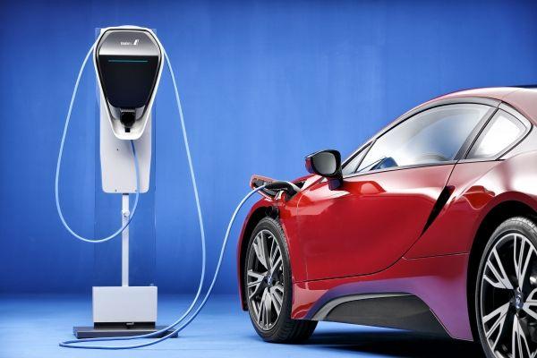BMW i8 充電環境